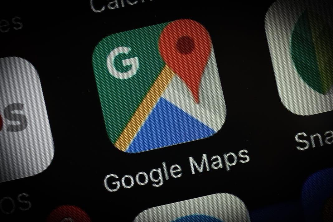 Google Maps now gives real-time notifications, live guidance