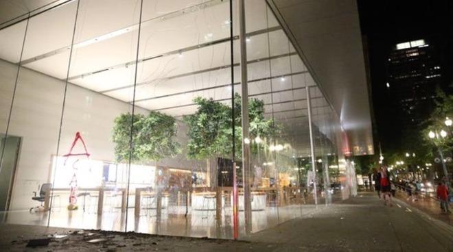 Apple Store closed