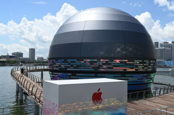 Apple Floating Store
